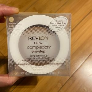 Make up compact with sunscreen